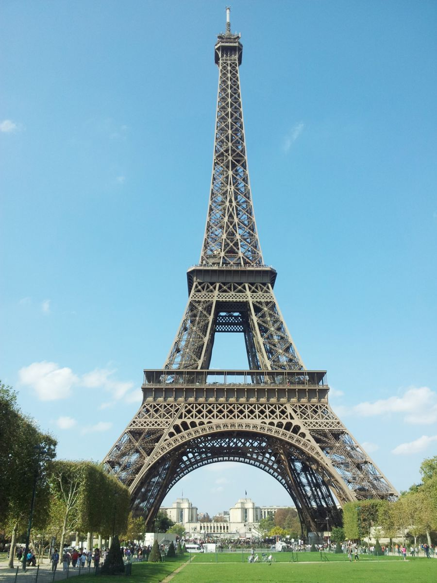 Addina yuri tourist spots paris france addinafirmanadia for Places to stay near eiffel tower
